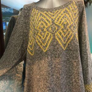 Geometric Design Super Soft Gray & Yellow Sweater